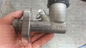 We recommend the 7/8 Wilwood master cylinder